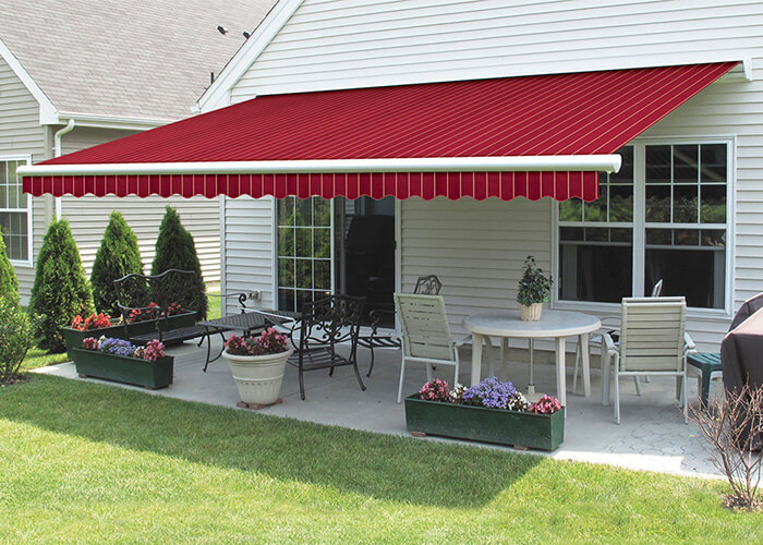 Retractable residential awnings by Auvents Valleyfield