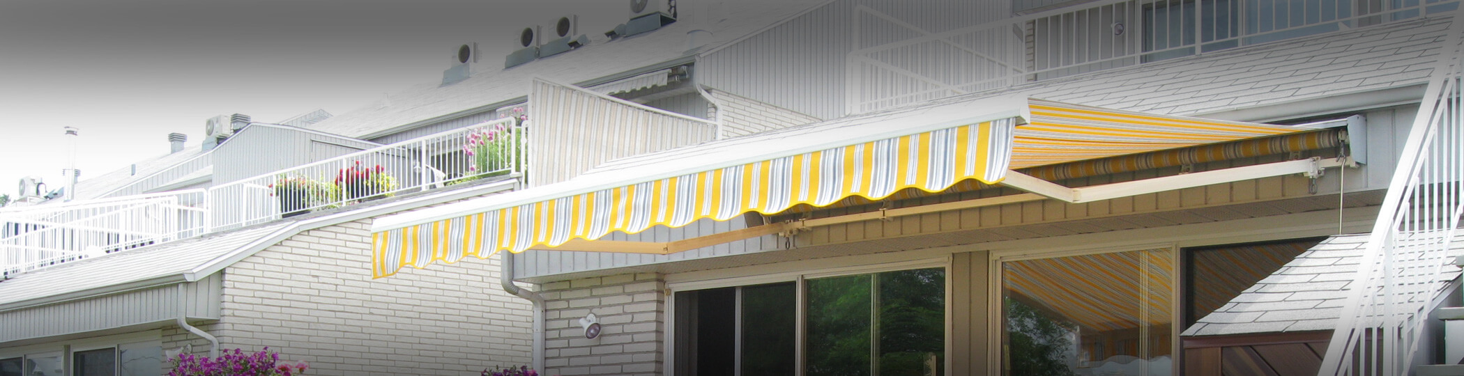 Residential retractable awnings Auvents Valleyfield